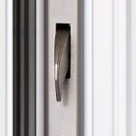 Beim absperren schwenken zwei Haken nach vorne und verriegeln die Türe sicher